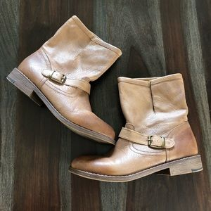 Nine West Topazoli leather booties size 9